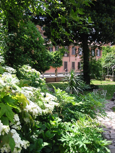 disegno Casa Giardino : Giardino Fiorito Disegno: Giardino fiorito di disegno fotografia stock ...